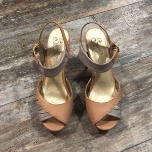 Seychelles   Tan & Gray ankle strap heels Size 8.5